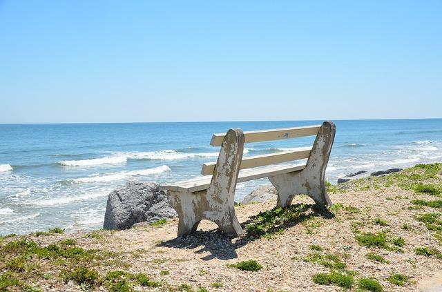 bench-chair-1617335_640.jpg